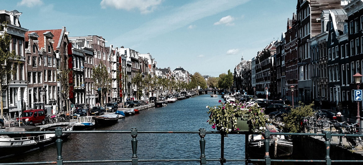 AMSTERDAM – we fallin in love