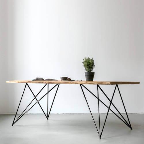 Esstisch Slim Oak: Massive Eiche & Design-Stahlgestell