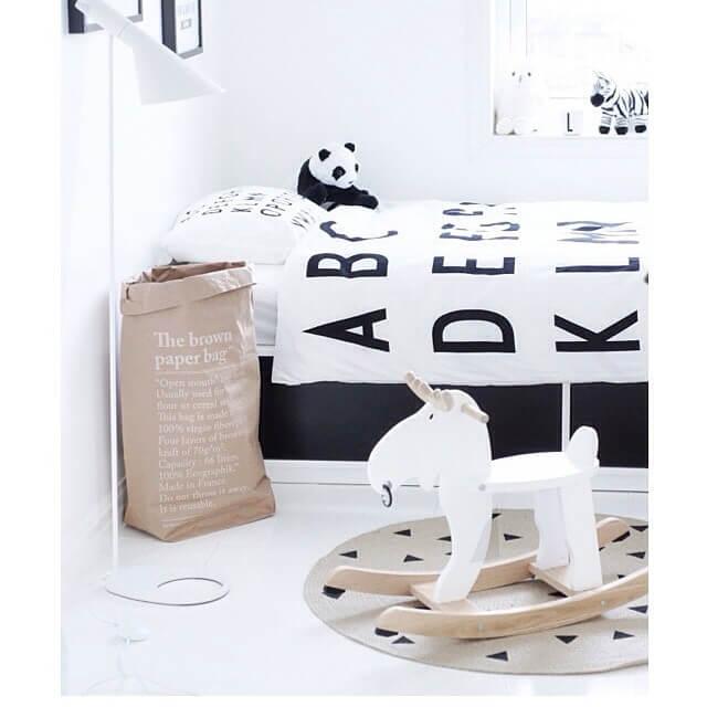 le sac en papier der stylische paper bag stil. Black Bedroom Furniture Sets. Home Design Ideas