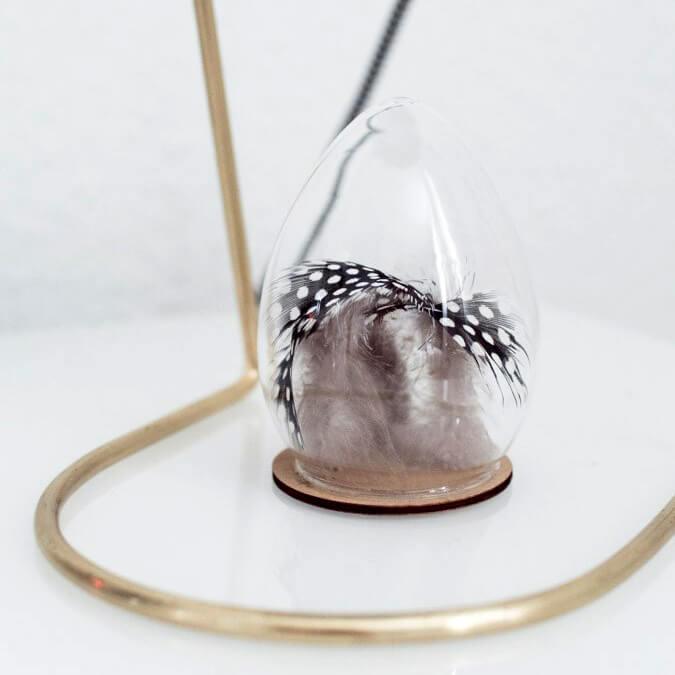 Madam Stoltz – Osterei aus Glas mit Federn