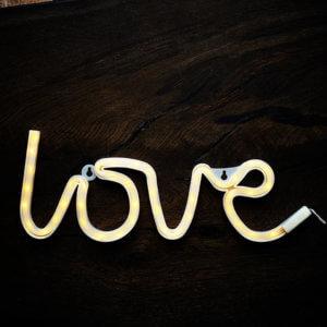 Madam Stoltz – Wandleuchte LOVE – LED Licht
