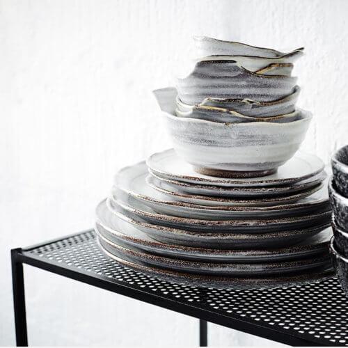 Madam Stoltz – Stand Regal aus Metall – Schwarz