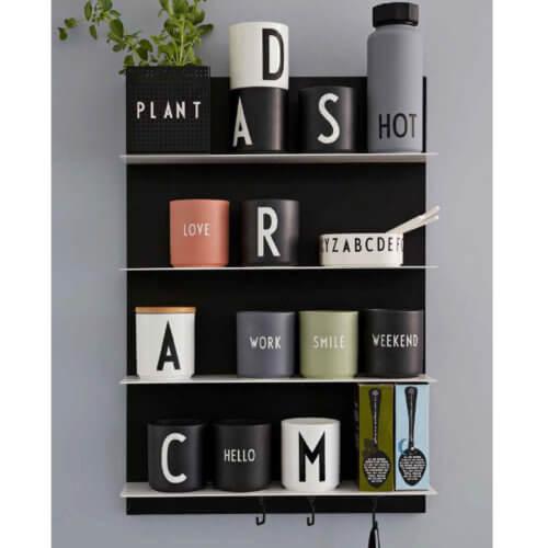Design Letters – Porzellan-Becher – Schwarz