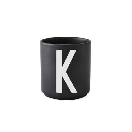 Design Letters – Porzellan-Becher K – Schwarz