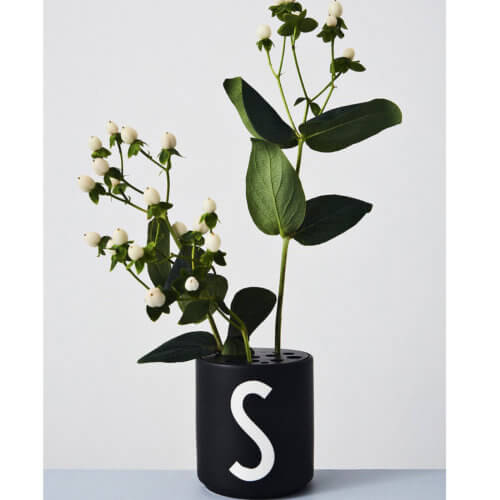 Design Letters – Porzellan-Becher S – Schwarz