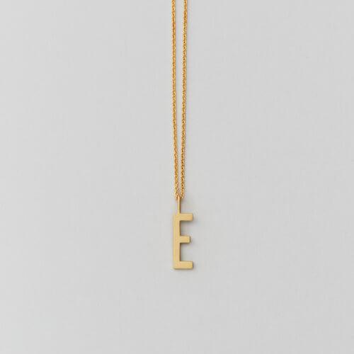 Design Letters – Kette mit Buchstabe E (16 mm) – 2 Kettenlängen