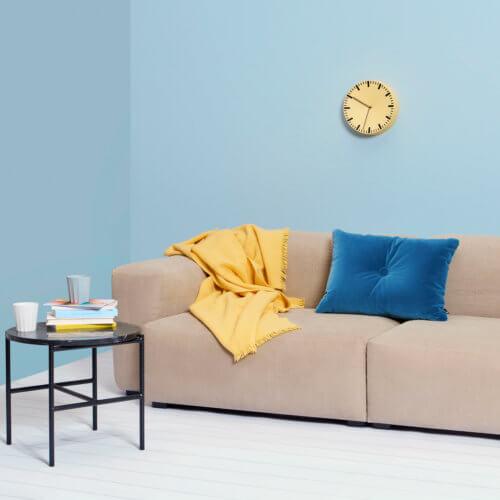 Hay Mono Plaid in Gelb, auf Sofa, 180 x 130 cm
