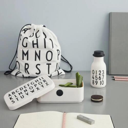 Design Letters Schulstart-Set Weiß, auf Tisch